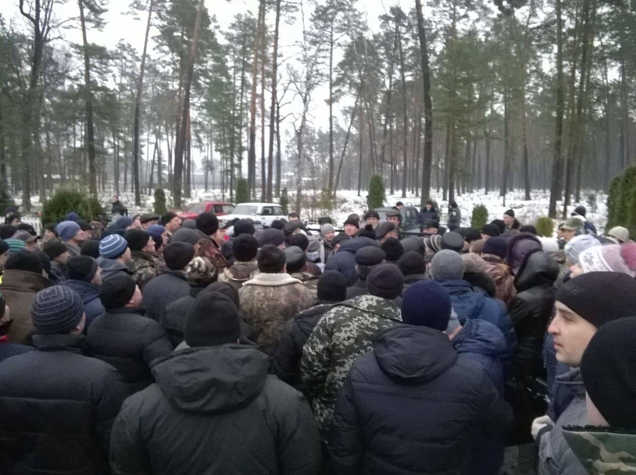 Трудовий колектив Корюківського лісгоспу вийшов на страйк. ФОТО
