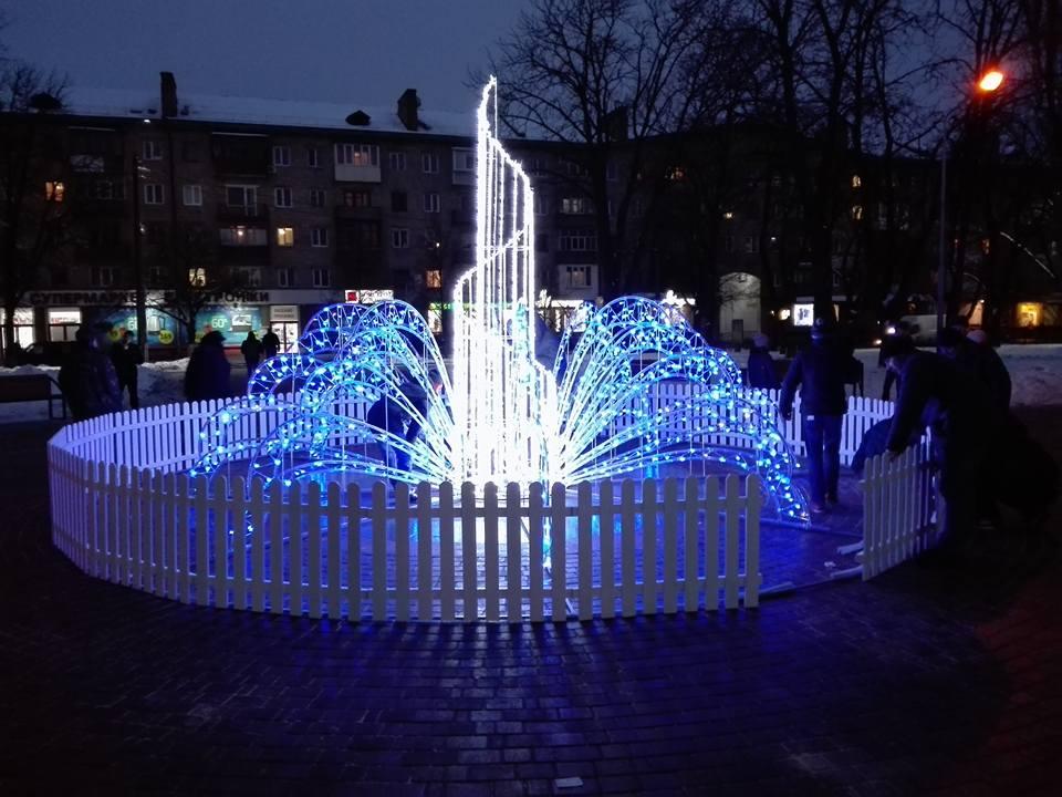 У Чернігові з'явився зимовий фонтан. ФОТО