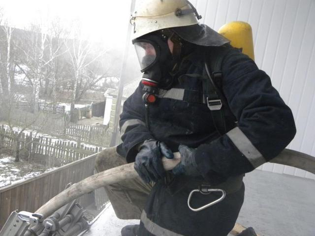 У чернігівській дев'ятиповерхівці невідомий підпалив сміттєпровід
