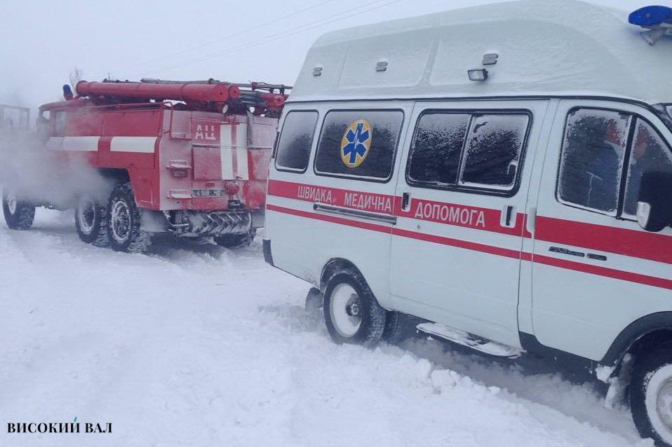На Чернігівщині карета швидкої опинилася в сніговому полоні