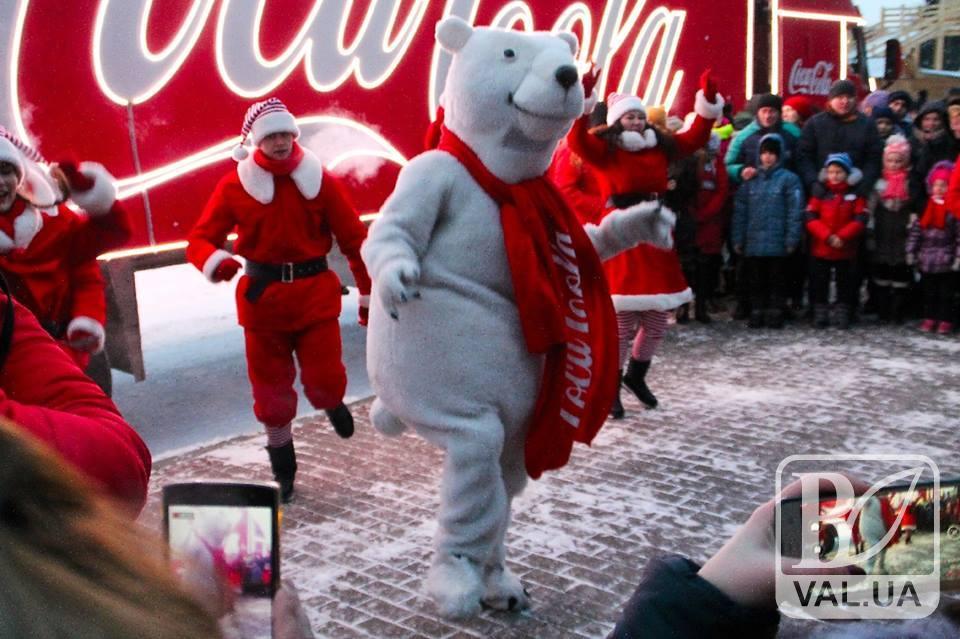 Черниговцы похвастались фото с Новогодней машиной Coca-Cola. ФОТО