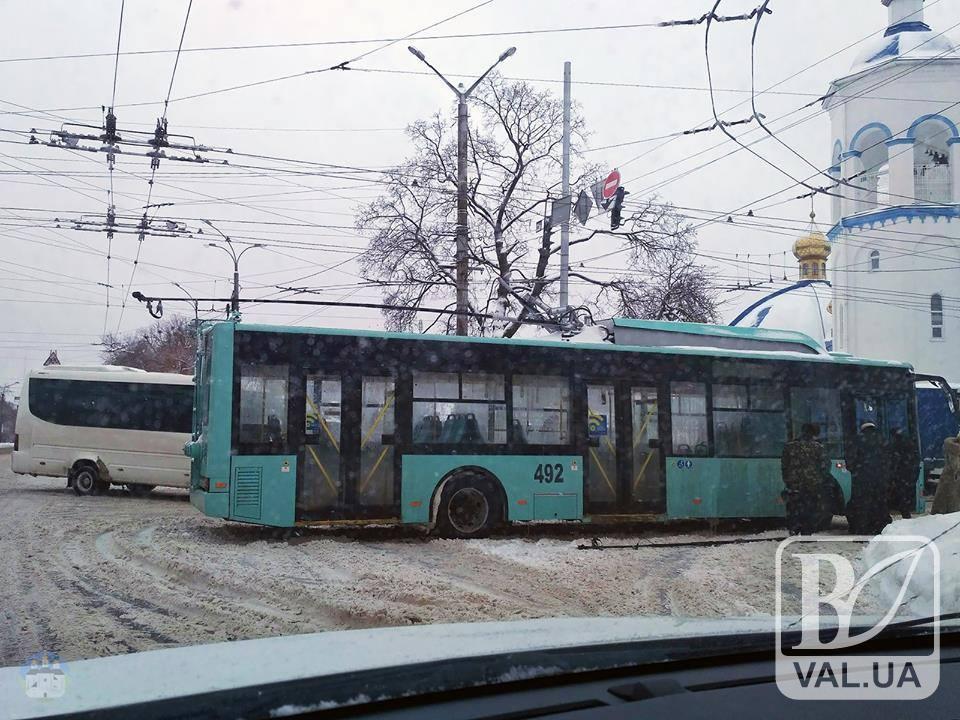 У нового тролейбуса на ходу відвалилася штанга. ФОТОфакт
