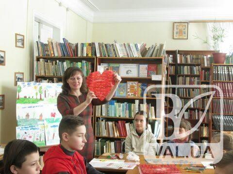 """Дитячі """"валентинки"""" з Чернігівщини відправляться на фронт. ФОТО"""
