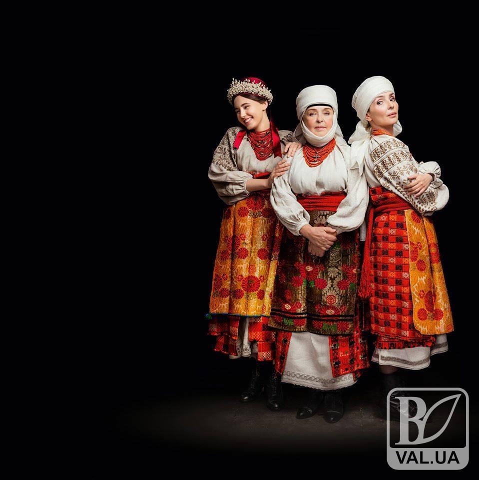 Відома актриса вбралась в автентичне вбрання Чернігівщини для благодійного календаря