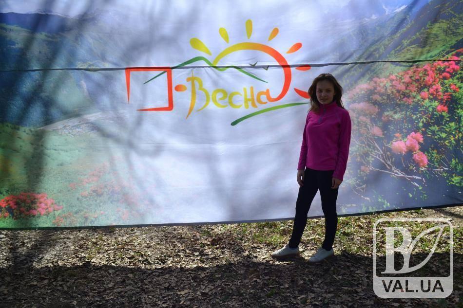 Школярка з Чернігова в лісі не заблукає: 12-річна дівчинка найкраще в Україні вправляється з картою та компасом. ФОТО