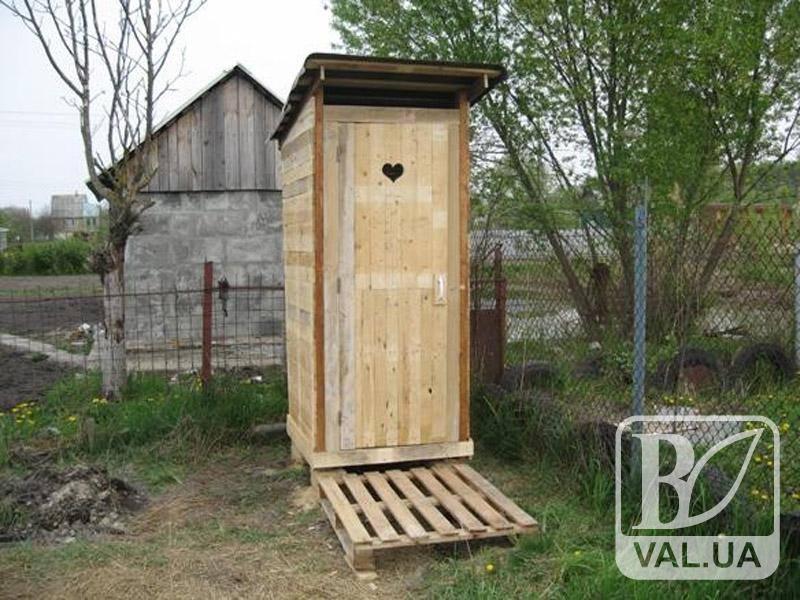 У чернігівця з двору викрали туалет