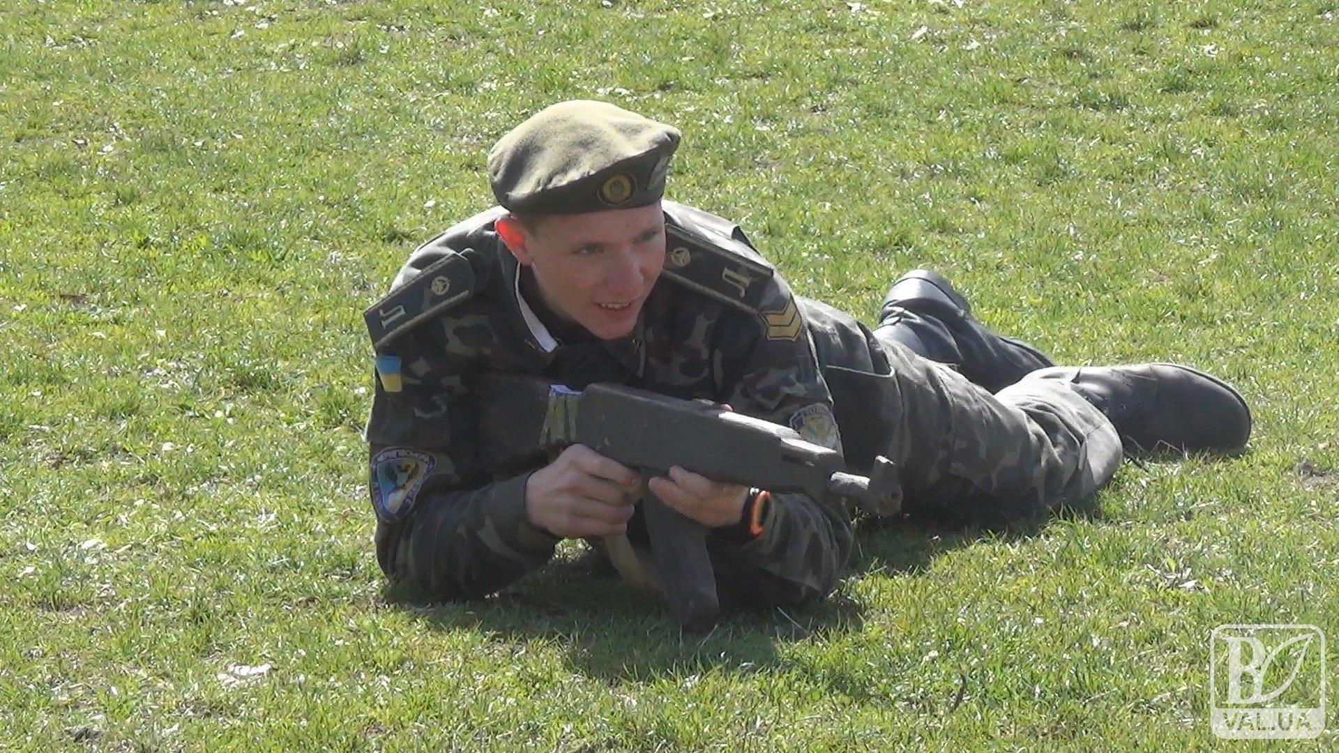 Вчитися і захищати: школярі Чернігівщини проходять навчально-польові збори. ВІДЕО