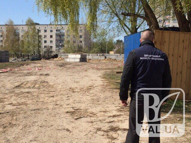Чиновників Чернігівської міськради та підрядника підозрюють у присвоєнні коштів під час будівництва садочка на Масанах