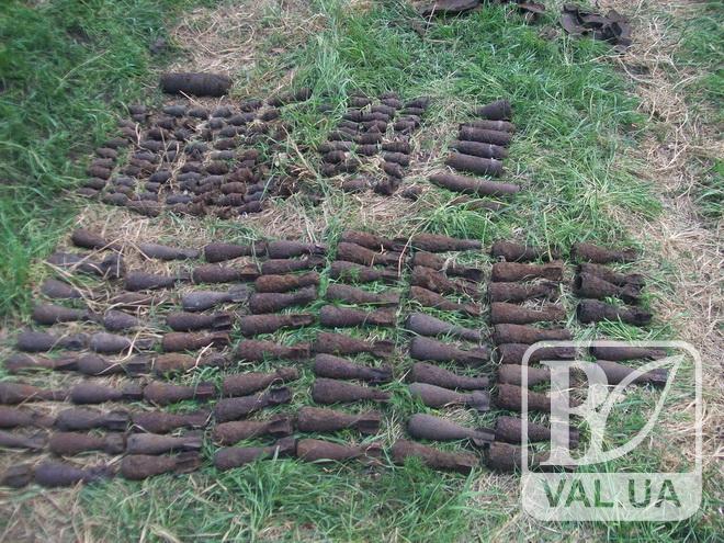 На Чернігівщині знешкоджують величезний арсенал боєприпасів. ФОТО