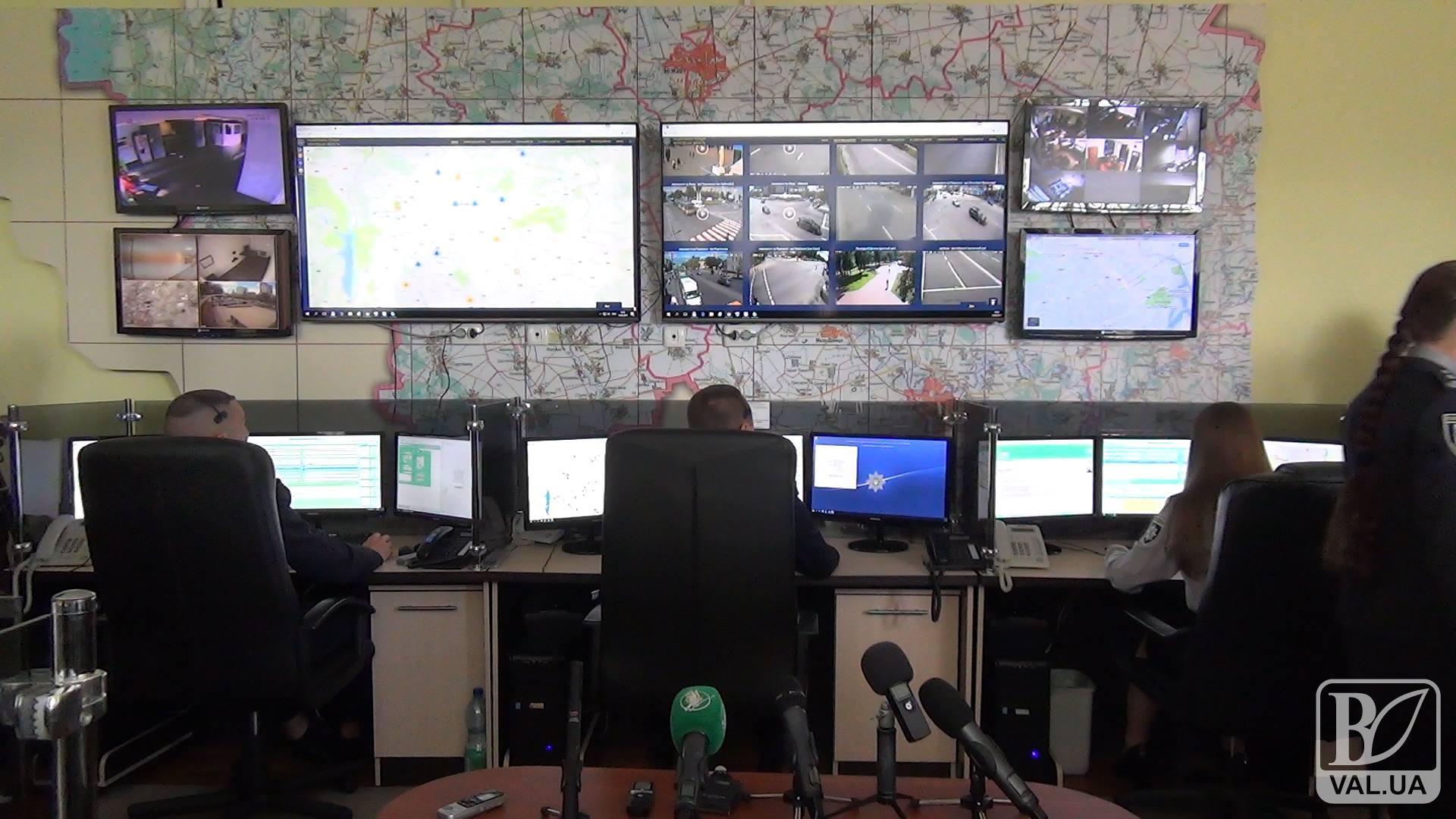 За вулицями Чернігова та області поліція слідкує з камер відеоспостереження. ВІДЕО