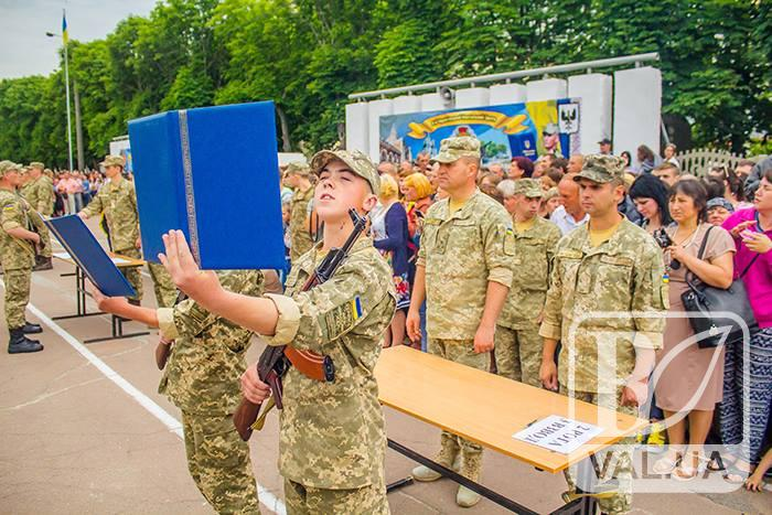 У Чернігові присягнули на вірність Україні близько 600 юнаків. ФОТОРЕПОРТАЖ