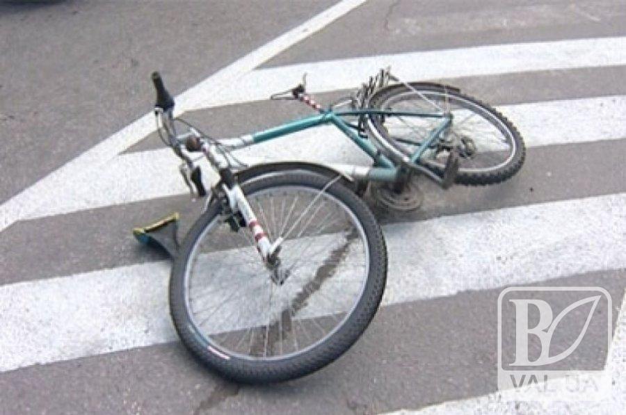 На Чернігівщині під колесами автівки загинув 70-річний велосипедист