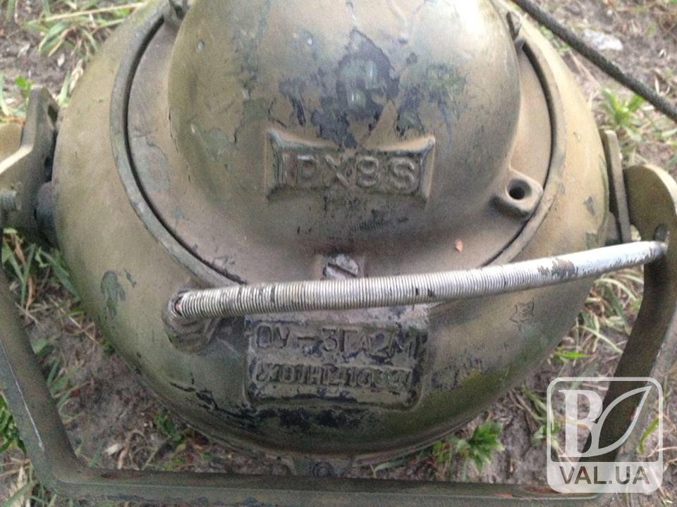 На Чернігівщині рейсовий автобус віз з Росії танкові прожектори