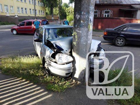 У Чернігові п`яний водій протаранив стовп
