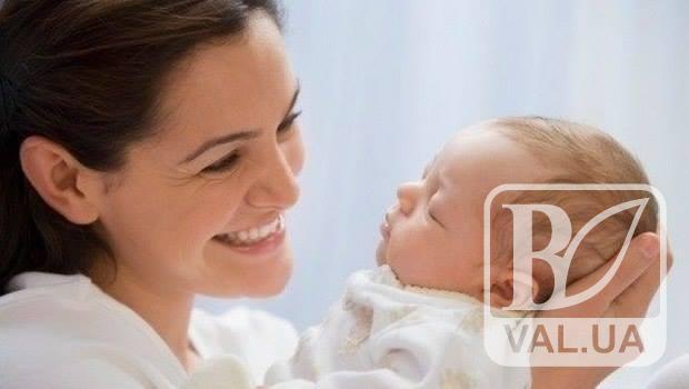 Чернігівські породіллі у пологовому разом зі свідоцтвом про народження можуть оформити допомогу