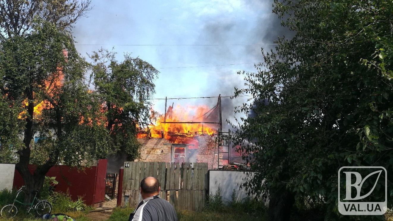 У Ніжині троє хлопчаків підпалили власну хату та сарай. ФОТО