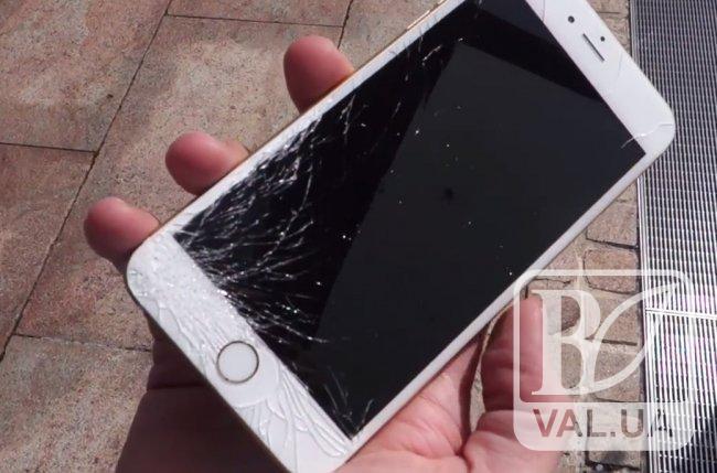 Чернігівцю у маршрутці розбили iPhone