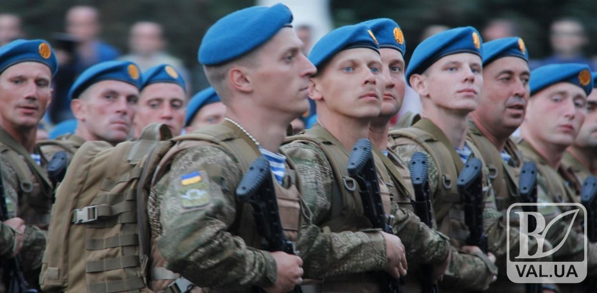 На день ВДВ у центрі Чернігова приземляться парашутисти