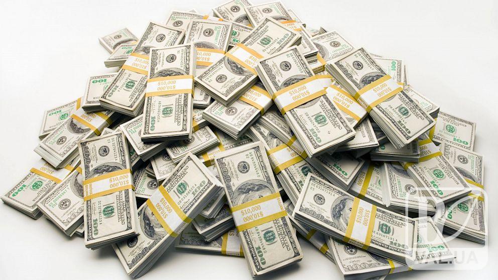 """Чернігівця """"розвели"""" на солідні гроші: подробиці зухвалої афери у центрі міста"""