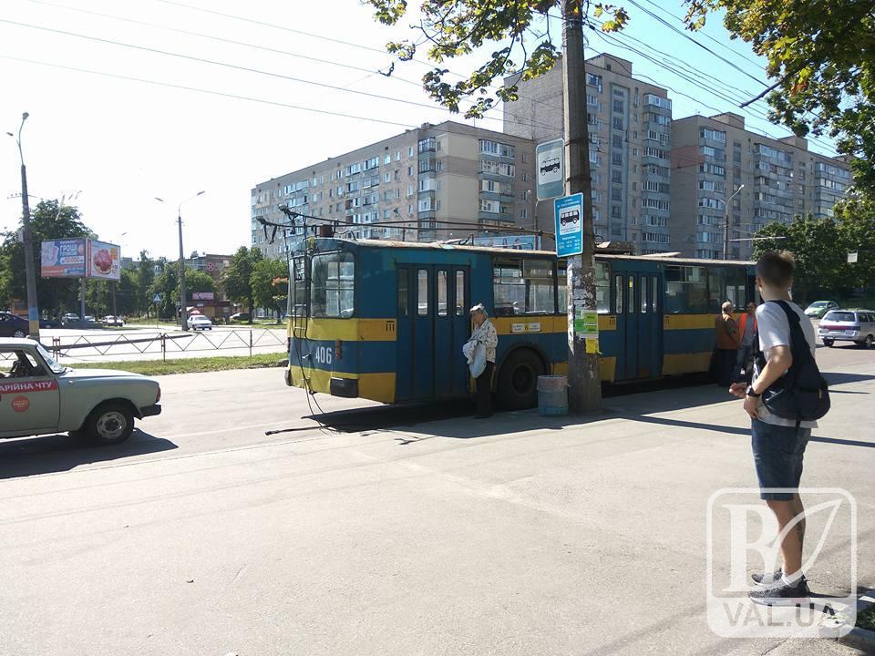 У Чернігові тролейбус не витримав випробування спекою. ФОТОфакт