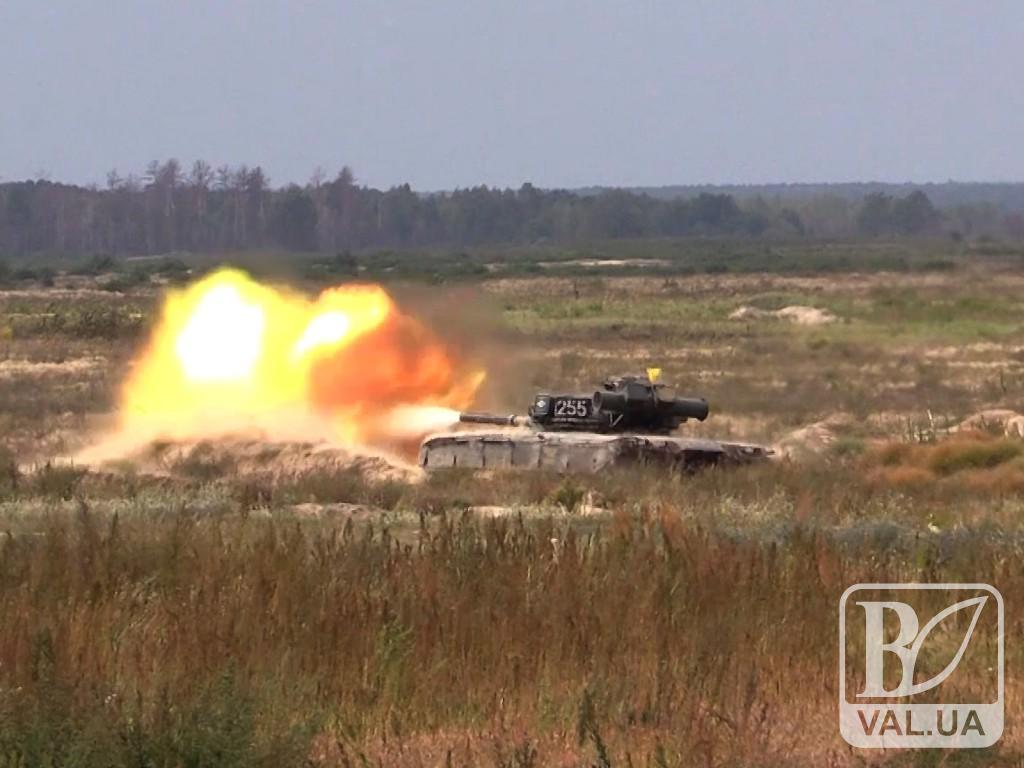 На Чернігівщині танкісти змагаються за 100 тисяч гривень. ФОТО
