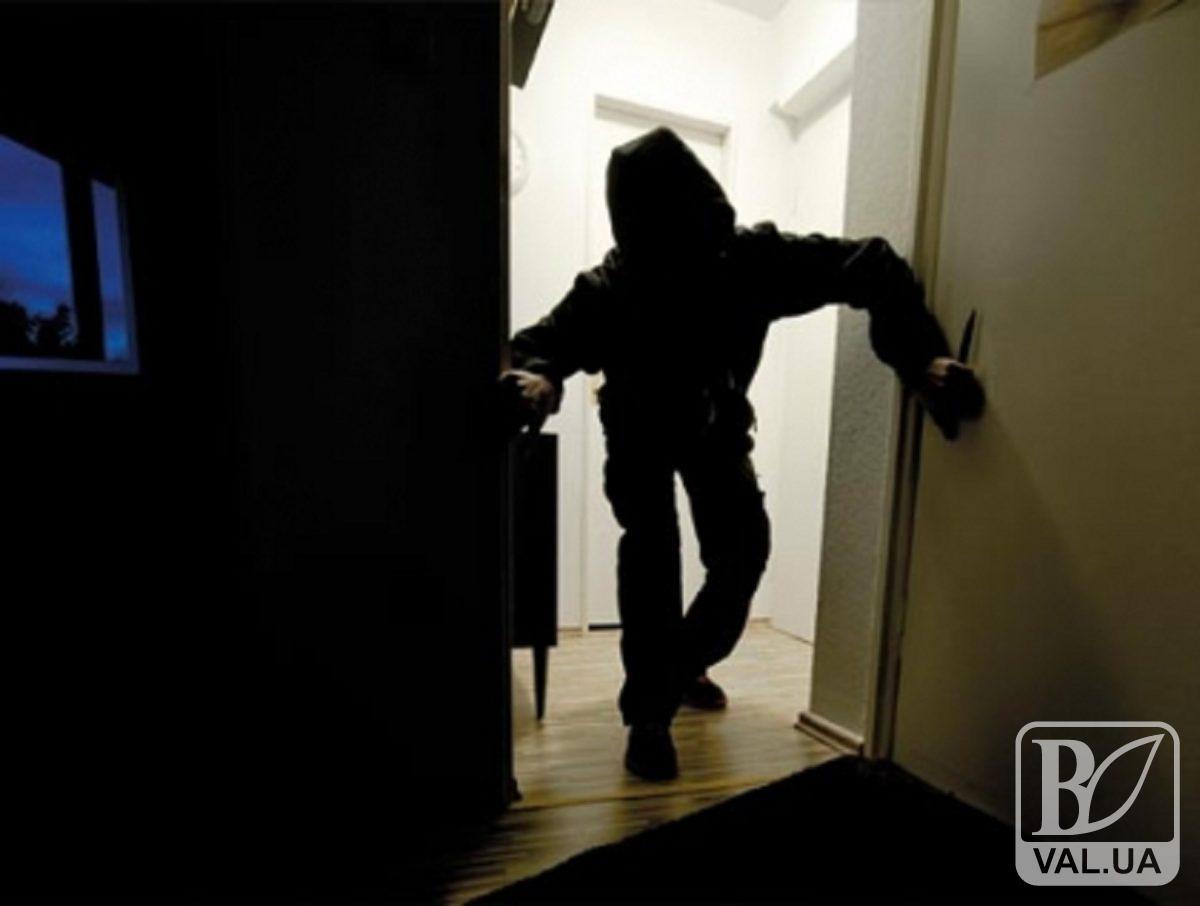 У Ніжині затримали серійного квартирного злодія