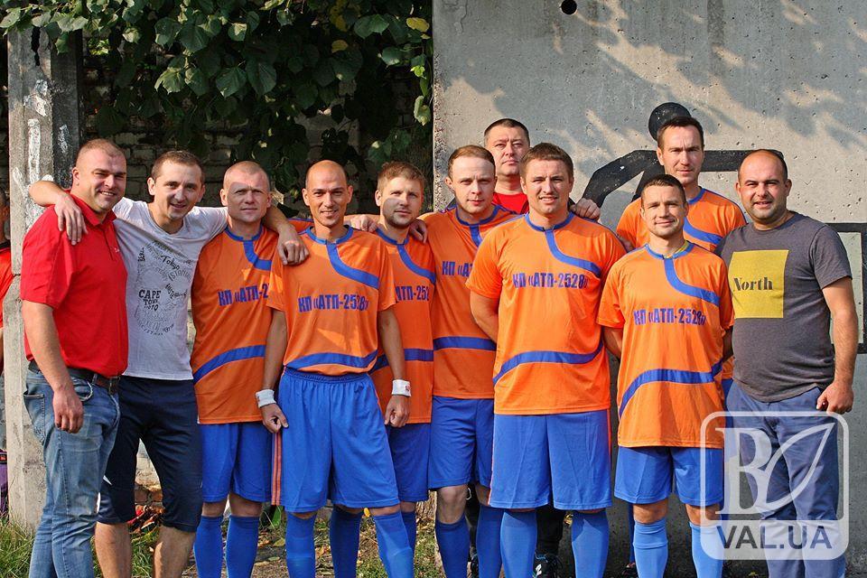 Чернігівські комунальники провели осінній турнір з футболу. ВІДЕО