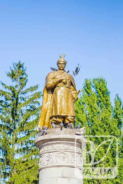 Як у Чернігові сквер Хмельницького відкривали. ФОТОрепортаж