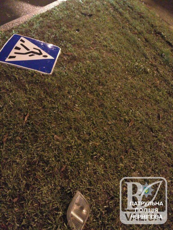 П'яний та чесний: чернігівець на вантажівці збив знак та сам викликав поліцію