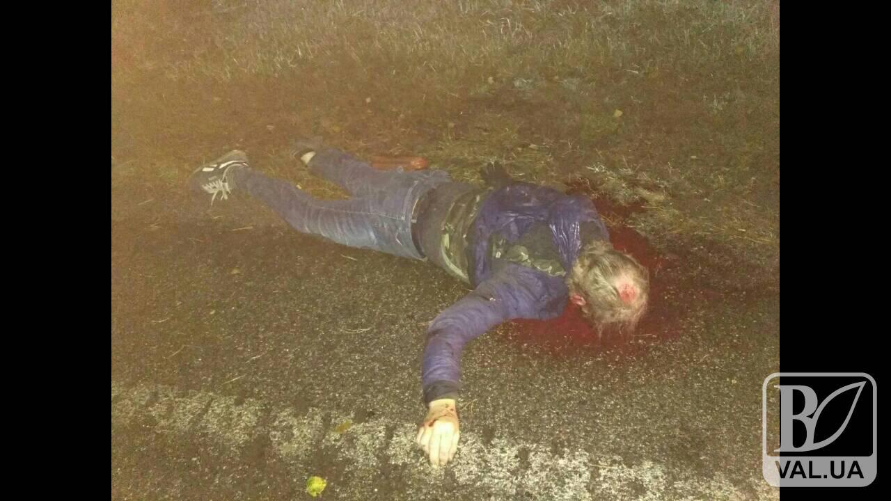 Поліція просить допомогти впізнати велосипедиста, якого насмерть збили під Черніговом. ФОТО 18+