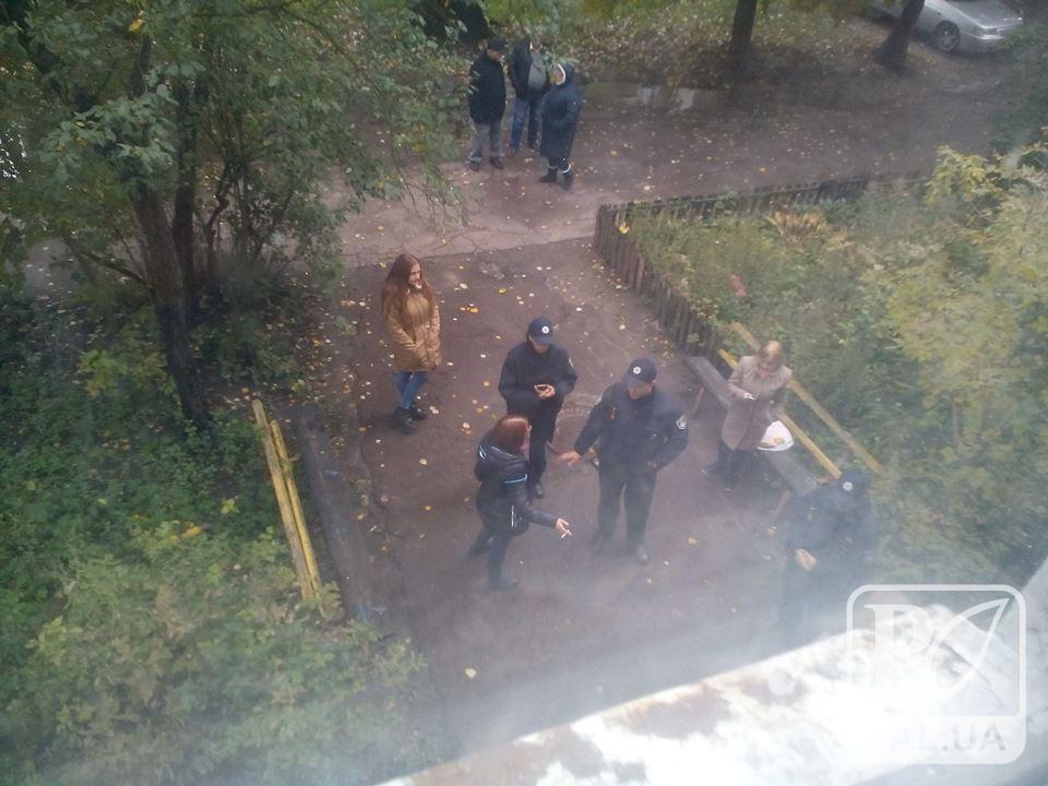 91-річному дідусю, якого  виселяють із помешкання у Чернігові, «нові» власники погрожують «криміналом»