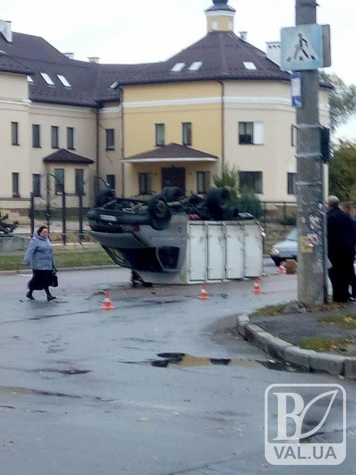 ДТП на Київській: Фольксваген перекинув «Газель». ФОТО