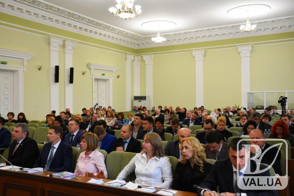 Чернігівська міськрада зі скандалом ухвалила підвищення зарплат для будівельників
