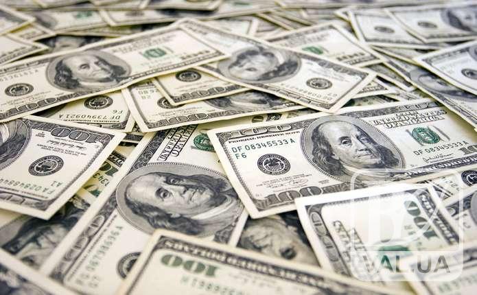 Чернігівець намагався обміняти в банку фальшиві 1000 доларів