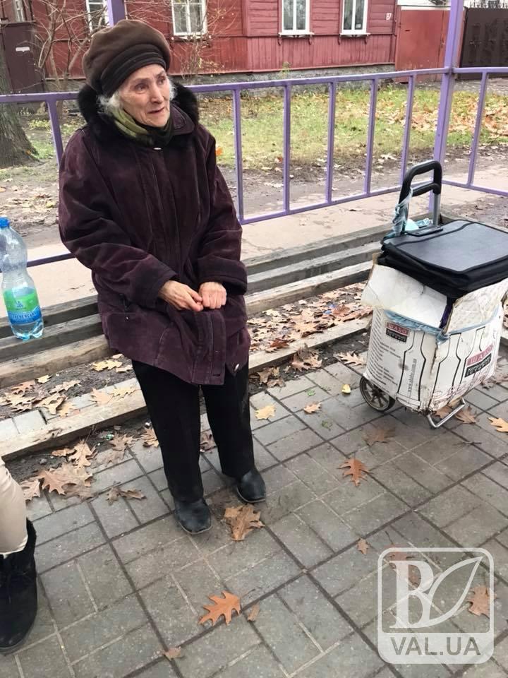 Кондуктор, яка видворила бабусю з тролейбуса, написала заяву про звільнення. ВІДЕО
