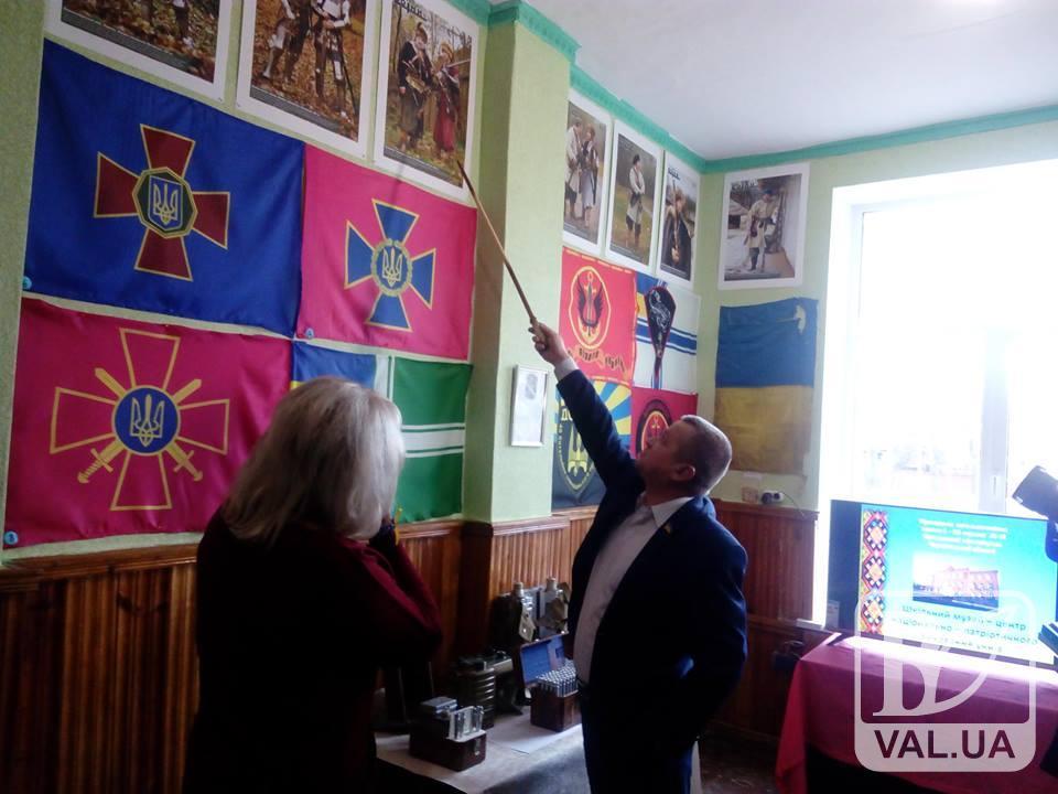 На Чернігівщині у школі відкрили музей військових прапорів. ФОТО