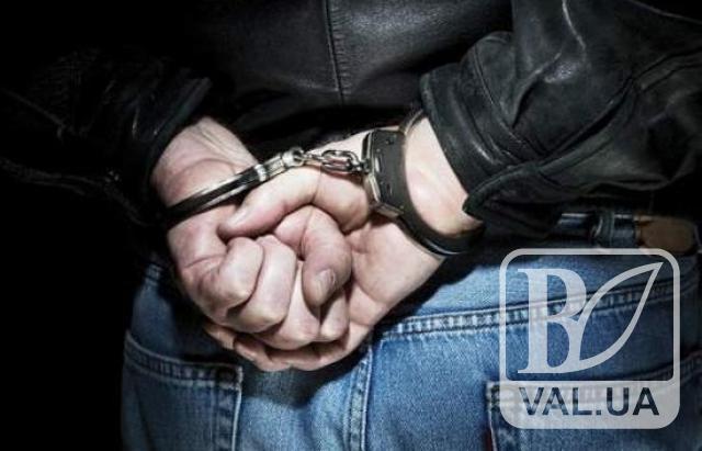 В Прилуках поліція затримала молодика, який з ножем напав на перехожого