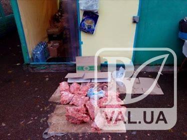 На одном из рынков Чернигова придумали «инновационно-ужасный» способ размораживания фарша. ФОТОфакт