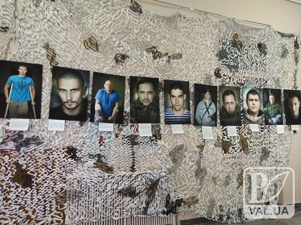 У Чернігові відкрилась унікальна фотовиставка з «портретами солдатів». ФОТО