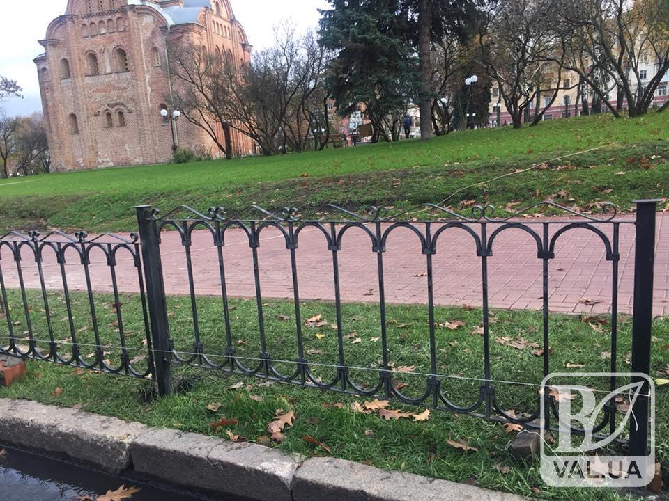 Сквер Хмельницкого обносят забором. ФОТОфакт