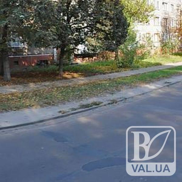 Чернігівці хочуть замість плит нормальну дорогу на вул. Єськова