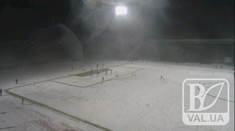 Засніжений футбол «Десна» - «Динамо» з висоти пташиного польоту. ВІДЕО
