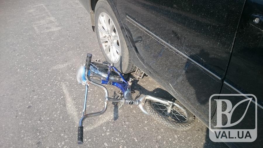 У Новгород-Сіверському «шістка» збила велосипедиста з 5-річною дитиною