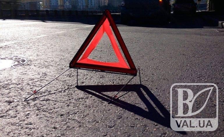 ДТП з перешкодами та велосипед під колесами: на Чернігівщині субота була неспокійною