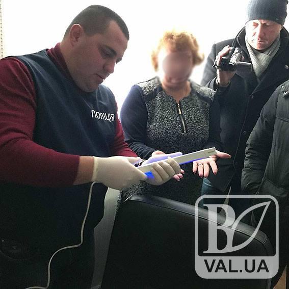 У Сновську поліція затримала на хабарі депутата міської ради
