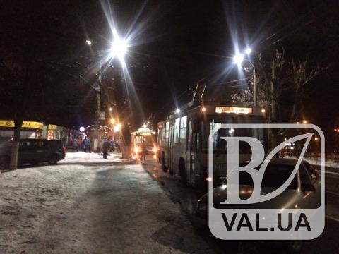 У центрі Чернігова через обрив лінії зупинилися тролейбуси. ФОТО
