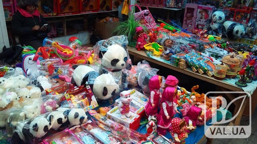 На черниговском рынке предприниматель торговал некачественными игрушками для детей