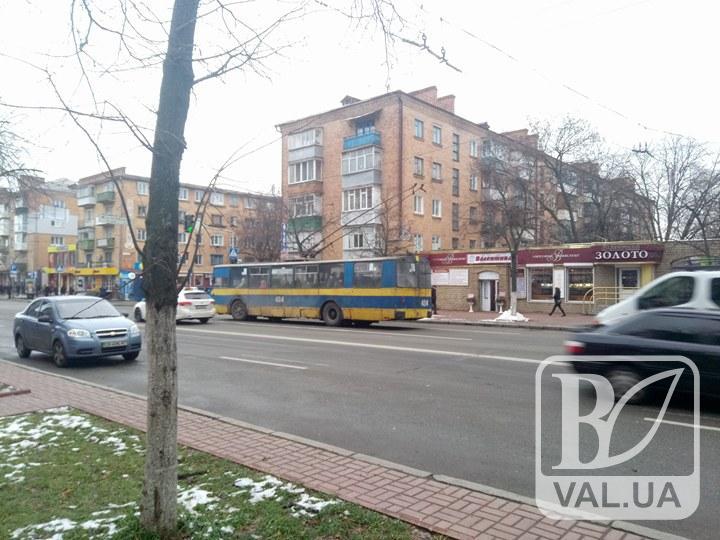 У центрі Чернігова вдруге за добу стали тролейбуси. ФОТО