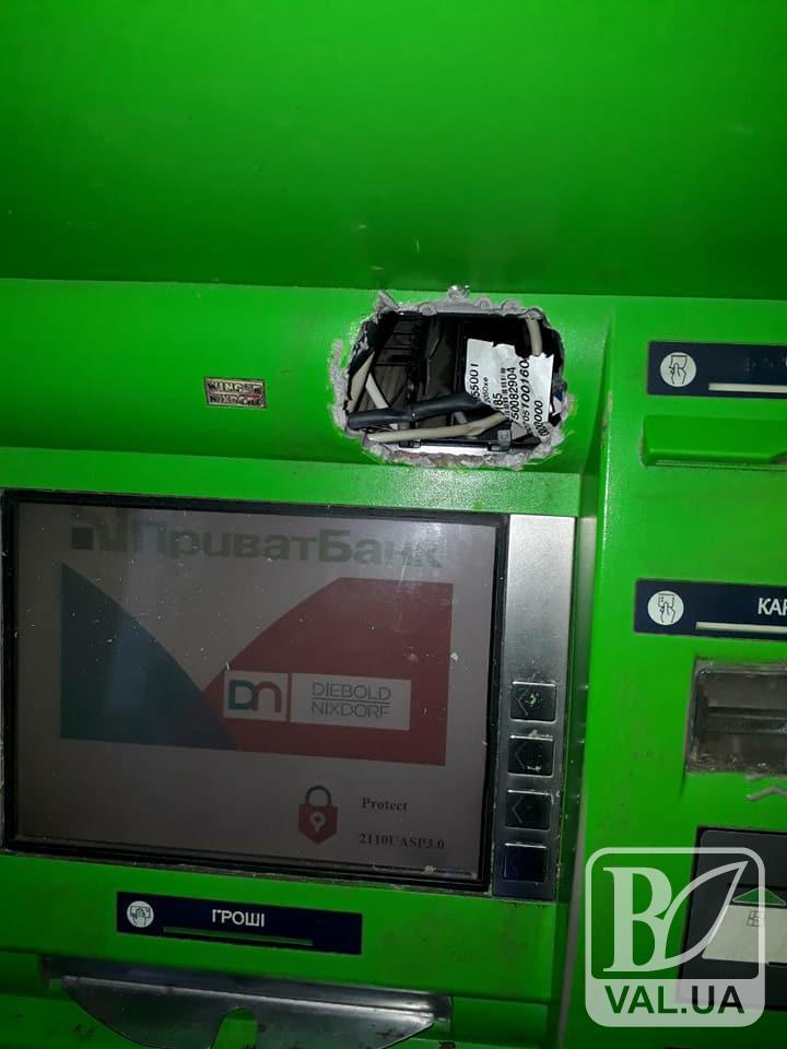 У Чернігові з банкомату викрали 132 тисячі гривень. ФОТОфакт