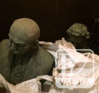 Вкрадені у Чернігові пам'ятники М. Коцюбинському та О. Пушкіну знайдено